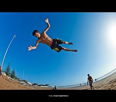 Royal Air Maroc (iPh4n70M) Tags: blue sea sky mer beach kids photography fly photo jump nikon photographer photographie air royal fisheye bleu ciel morocco photograph maroc tc vol 16mm plage saut photographe essouira nohdr d700 tcphotography ph4n70m iph4n70m tcphotographie