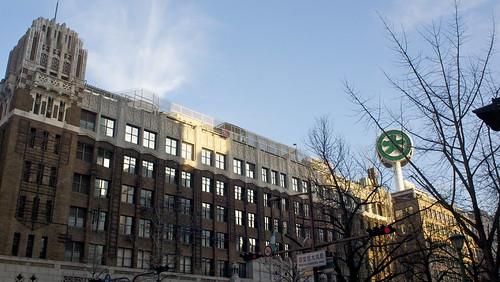 大丸とかなきゃこの建物は日本ぽくはないよな。