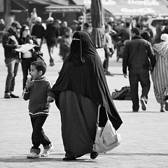 Sweet Treat (Beatrycze.) Tags: street square veil shot northafrica candid islam hijab morocco maroc marrakech marrakesh niqab kaftan jamaaelfna muslimwomen khimar djemaaelfnasquare nigab
