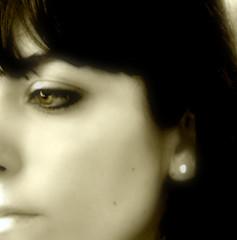 (viaggiaresiii) Tags: light portrait monocromo donna occhi sguardo taglio ritratto atmosfera pensieri luce pelle amica ragazza volto profilo espressione assorta incarnato tagviaggia