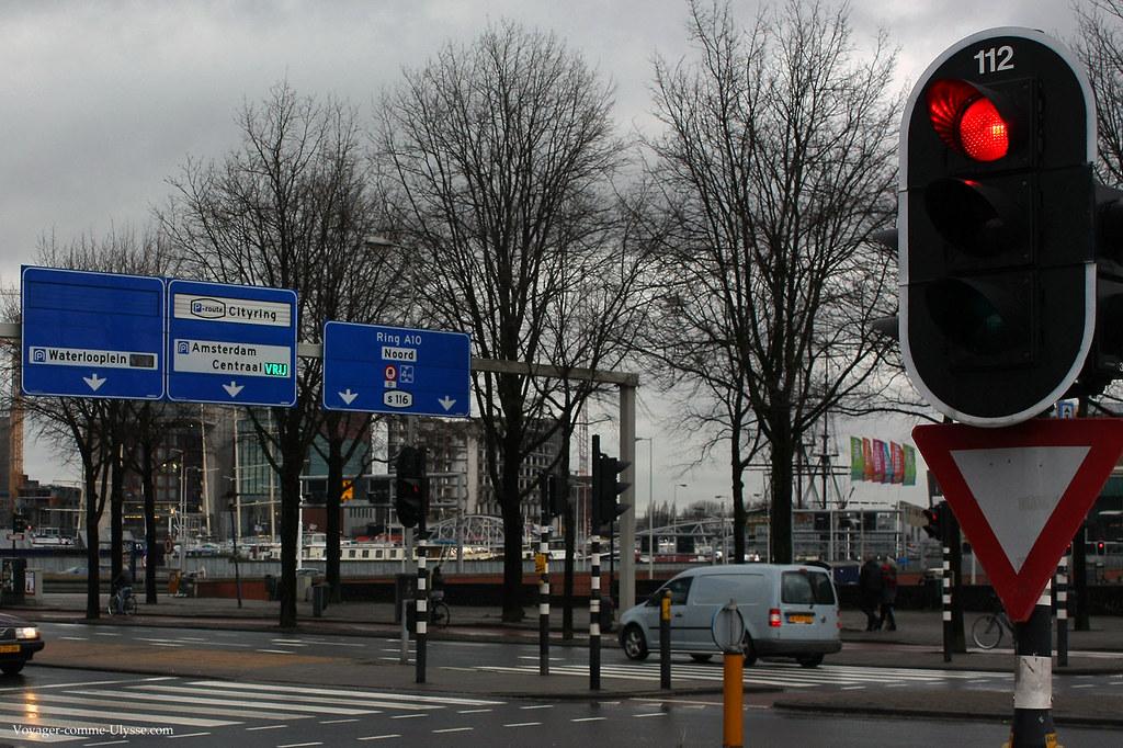 Panneaux routiers, feu rouge hollandais