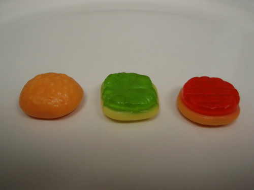 gummi burger, in pieces
