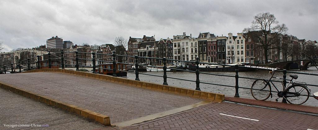 Les ponts amstellodamois portent fièrement leur nom