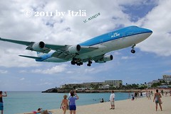 KLM (Itzl  ~~~) Tags: travel sky people clouds island holidays aircraft aviation airplanes jet things caribbean boeing klm stmaarten boeing747 sxm tncm mahobeach 2011 thenetherlandsantilles princessjulianaairport pentaxk10d itzl