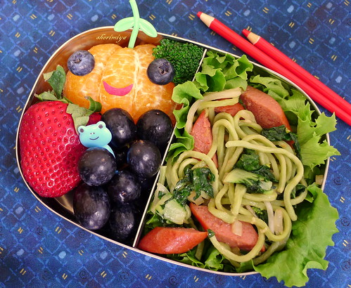 Yakisoba Hot Dog Bento by sherimiya ♥