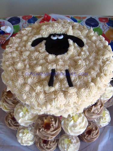 Sheep Cake with cola and lemonade cupcakes