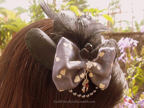 DIY fascinator made out of mussel shell