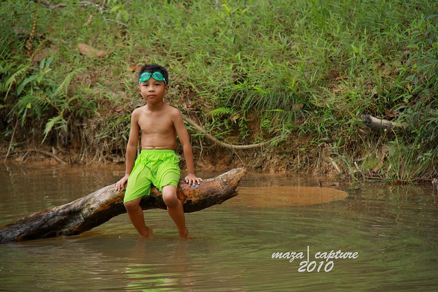 Swiming in Sungai Temigol