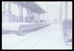 old trains_05 (1995) (osho9891742) Tags: railroad snow film japan train 28mm jr 1995  zama olympusom4ti sagamiline    iriyastation 205500 series205500