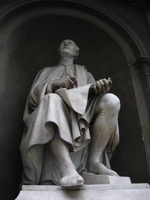 フィレンツェの石像のフリー写真素材
