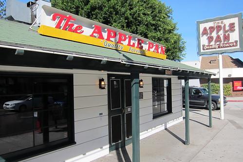 The Apple Pan: Exterior