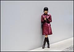 Tate Modern (jonron239) Tags: london beach girl boots tatemodern mobilephone stare crossedlegs clocked healthandsafety paddedjacket deadlyporcelaindust crunchedunderfoot couldnthavebeenbetterifshedhavebeenposing yesitscandid