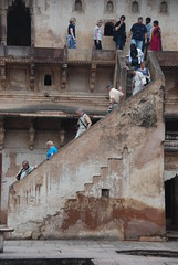 (  asaf pollak) Tags: old people india stairs ancient palace stairway pollack assaf downward orchha        asafpollak madiapradesh