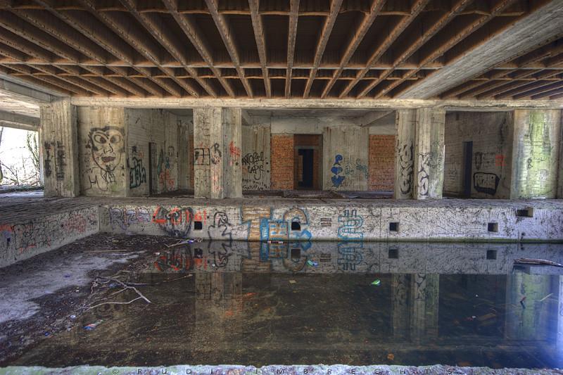 Kartix fotoblog  Swamp hotel (8)   nogmaals het zwembad