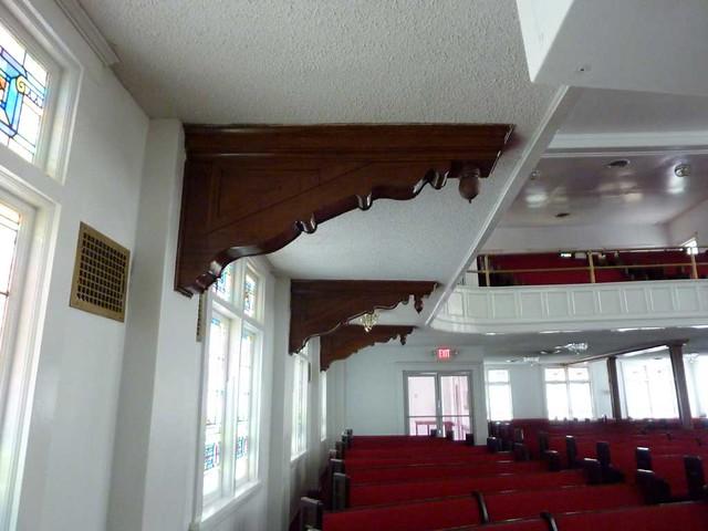 P1080030-2011-02-28-Pentecostal-Church-of-God-Howard-Street-Kirkwood-Atlanta-Brackets