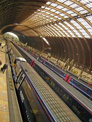 London - Paddington - Heathrow Express (Harshil.Shah) Tags: london paddington heathrow express w2 train rail platform isambard kingdom brunel great western railway station londres лондон londra londyn 런던 ロンドン λονδίνο lontoo londen londýn 伦敦 england inglaterra англия anglia 영국 イングランド inghilterra αγγλία angleterre englanti engeland engleska 英格兰 tren tåg поезд comboio pociąg toget 기차 電車 treno αμαξοστοιχία zug juna trein tog vlak 火车 estación станции staţie estação stacji stasjon 역 駅 bahnhof 站