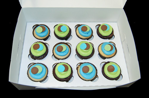 blue, green and brown sassy circles baby shower cupcakes