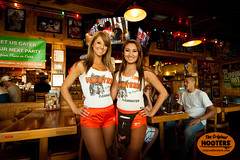 So cute! (originalhooters) Tags: girls tampa florida hooters fl clearwater hootersgirls originalhooters meetahootersgirl allisoncurtis