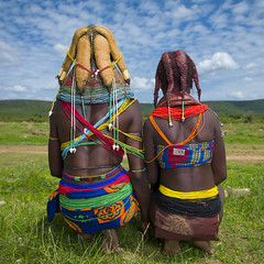 Mwila tribe women backs - Angola (Eric Lafforgue) Tags: woman haircut tourism girl beauty hair beads culture tribal hasselblad tribes bead tradition tribe ethnic hairstyle colliers perle tribo necklaces huila coiffure angola ethnology tribu tourismo cheveux beaute perles ethnie  mumuila h4d  01741 muhuila  mumuhuila mwila