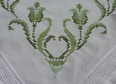 3 (Schmasipopasi) Tags: flowers flower green crossstitch cross needlework tulips embroidery blumen tulip stitching grün tablecloth blume tischdecke tulpe sticken kreuzstich needleart stickdecke