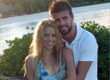 Shakira muestra a Gerard Pique como su 'sol' by PAPARAZZILATINO..