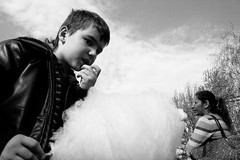 (Donato Buccella / sibemolle) Tags: park blackandwhite bw italy food milan clouds children nuvole play eating circus candid milano cottoncandy candyfloss lowangle zuccherofilato sibemolle