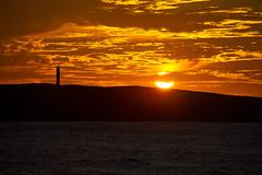 solpor sobre Punta Frouxeira (molineli) Tags: sunset lighthouse faro spain galicia valdovio frouxeira solpor