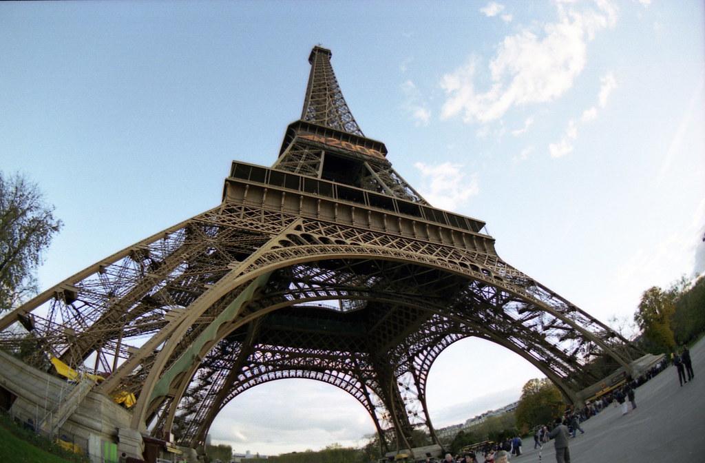 ~巴黎鐵塔~Pentax魚眼變焦之180度角