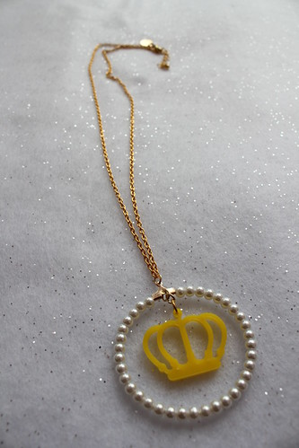 Queens Of Sounds Jewellery - QOS acrylic Logo Pearl Neck-less