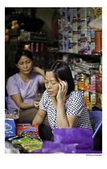 La Encargada (JR. lvaro Gonzlez) Tags: shop women vietnam tienda hanoi gummies mujeres shopkeeper golosinas encargada asiavietnam