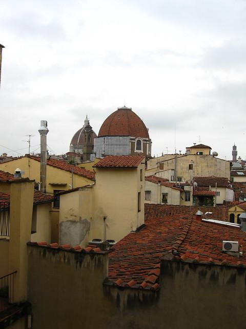 フィレンツェの街の屋根のフリー写真素材