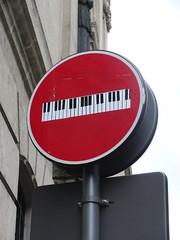 señal de prohibido en burdeos: