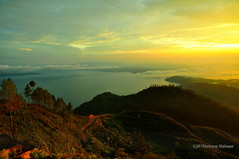 Hutaginjang -DSC_0100 (Johnny Siahaan) Tags: sunset mountains misty clouds sunrise indonesia gunung batak toba laketoba sumatera huta danautoba sumaterautara tobalake matahariterbit tapanuliutara hutaginjang taput johnnysiahaan mataharipagi fotodanautoba fotohutaginjang