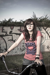chick on wheels (Alfonso_Garcia) Tags: nerd girl bike bicycle canon eos bicicleta tokina riding ii speedlight 1224 430ex pocketwizard 60d wwwalfotogarciacom