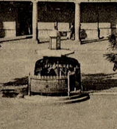 Urinario existente en la Plaza de Zocodover hacia 1905