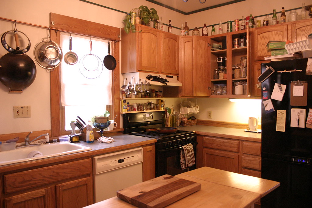 clean kitchen - Cleaning Kitchen Cabinet Doors