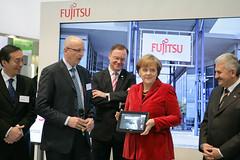027_CeBIT_Fujitsu_Blog_Merkel_-20110301-100905 (Fujitsu_DE) Tags: cebit halle2 erstertag cebit2011 cebit11