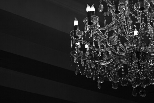 Buying Black Chandeliers with Crystals and Glass – Second Hand Chandeliers