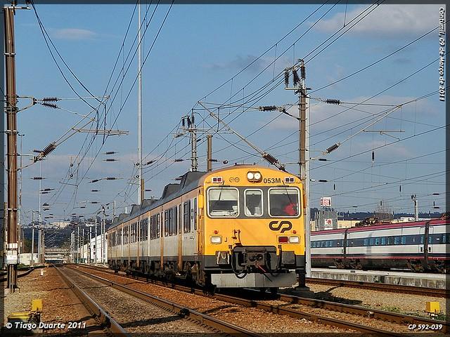 Série 592 (ex-RENFE) - Página 2 5515616791_bb9d43d3a8_z