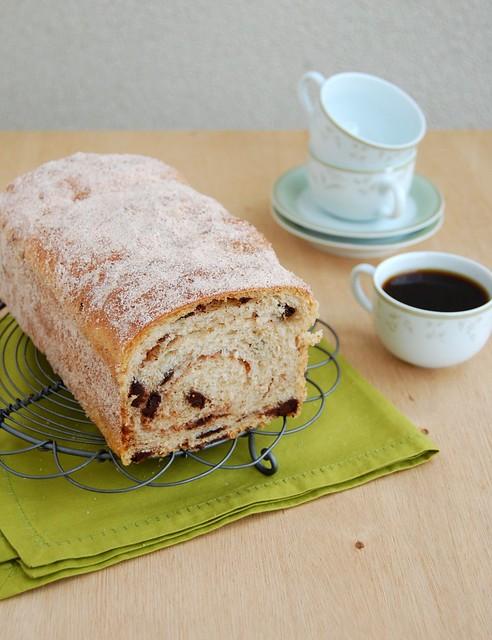 Cinnamon choc chip swirl bread / Pão de canela com gotas de chocolate
