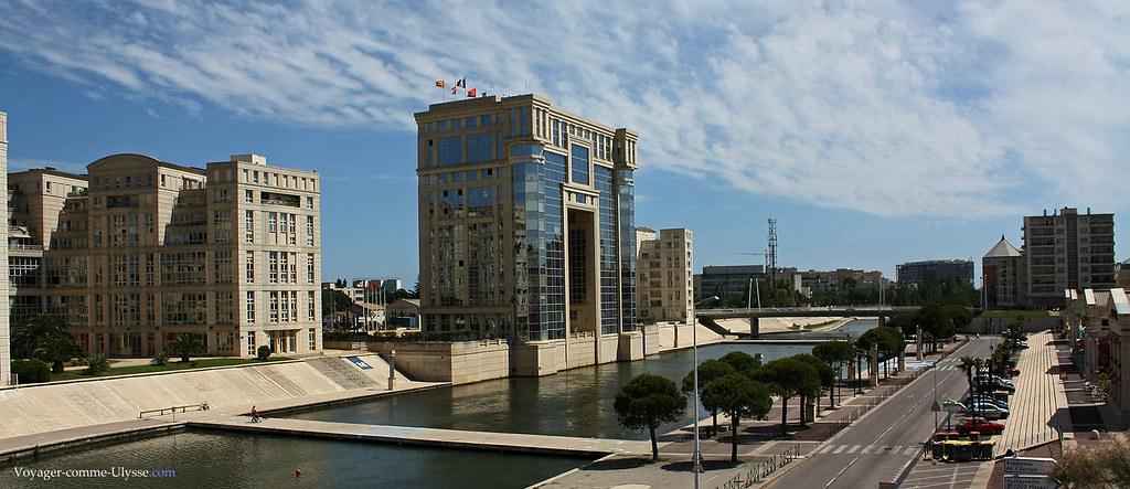 L'Avenue du Pirée, le long du Lez