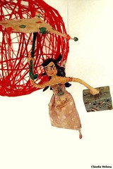 Around the world... (* Cludia Helena * brincadeira de papel *) Tags: voyage umbrella doll amor viagem alegria papermache sombrinha papiermach papelmach