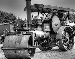ROAD ROLLER (conespider) Tags: blackandwhite blackwhite steamengine transport tractionengine roller people outside outdoor oxfordshire old oldtimes 2016 nikon