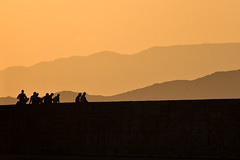 Dégradé orange (Explore) (Lucille-bs) Tags: sunset orange silhouette port montagne europe hania soir grèce coucherdesoleil xania chania dégradé kriti crète lacanée