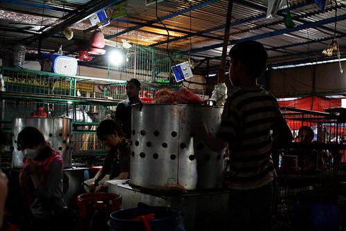 バングラデシュのナイトマーケット