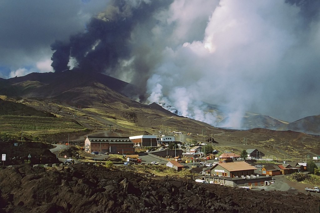 Tourist station under attack - Etna 2001