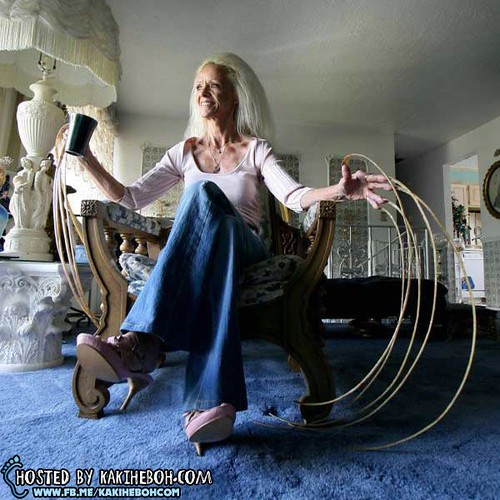 Worlds-Longest-Fingernails-Lee-Redmond