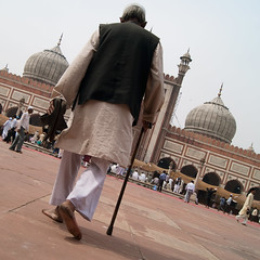 Jama Masjid (Kokkai Ng) Tags: old india man asia delhi muslim islam religion courtyard mosque holy walkingstick elderly friday slippers prayers jamamasjid jumuah