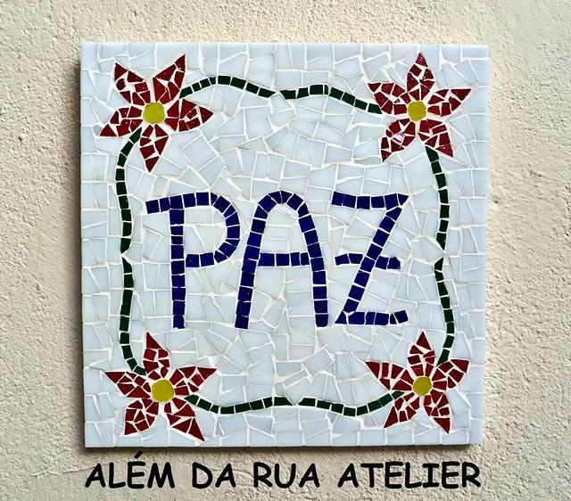 placa em mosaico