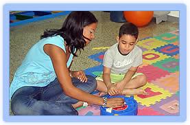 maestra y niño interactuando by ggladysaa